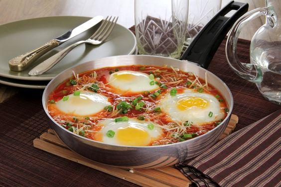 Ovos Cozidos ao molho - As vezes ficamos pensando o que fazer para o almoço?Então hoje tem essa receita simples e prática