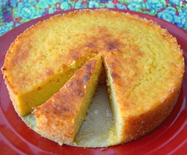 Maravilhoso Bolo de milho - Aqui em casa todos adora um bolinho e se for de milho,melhor ainda imagina saindo do forno bem quentinho