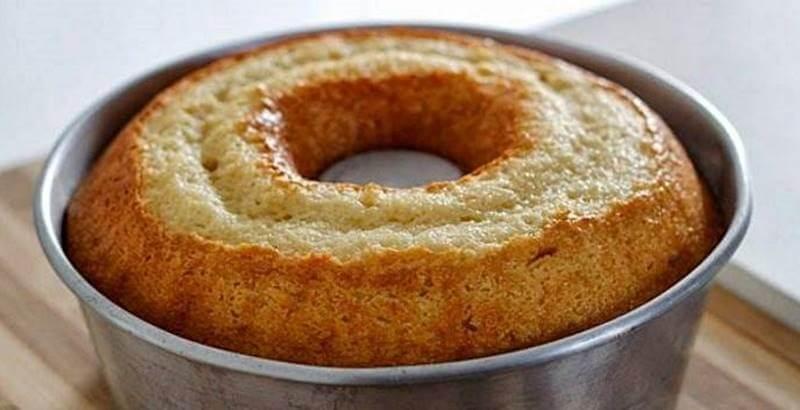 Atendendo o pedidos de vocês, preparamos umas das melhores receitas de bolo que já experimentei. Bolo básico, mas surpreendente no sabor.
